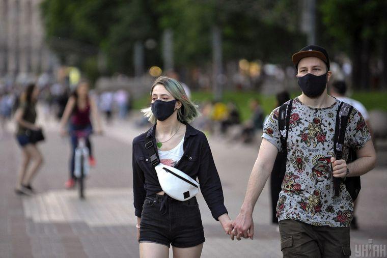 В Україні з 1 серпня починають діяти нові правила адаптивного карантину. Вони стосуються поділу країни на зони та зміни критеріїв віднесення інших країн до «червоної зони».