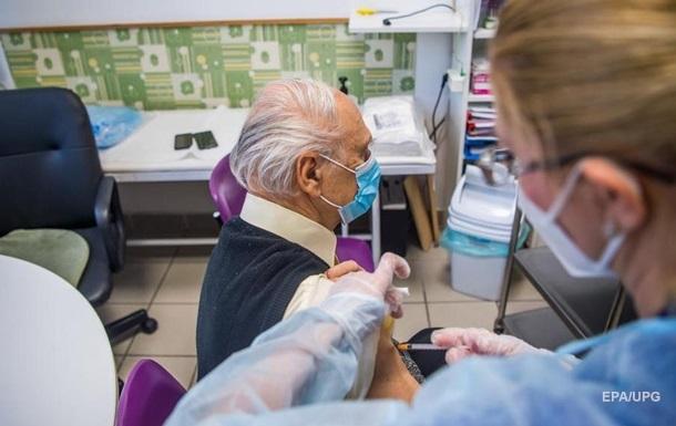 Угорщина підписала контракт на поставку російської вакцини від коронавірусу, назвавши її безпечною та ефективною.