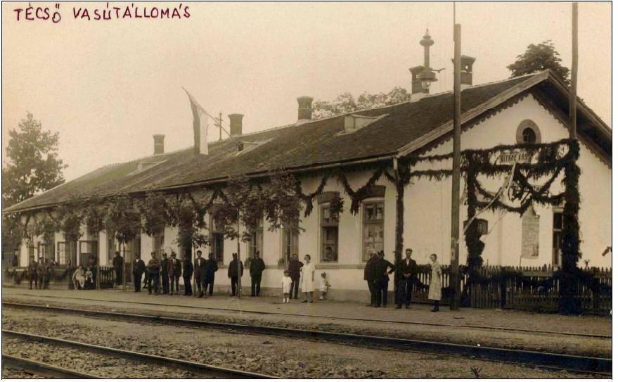 На світлині залізничний вокзал міста Тячів.