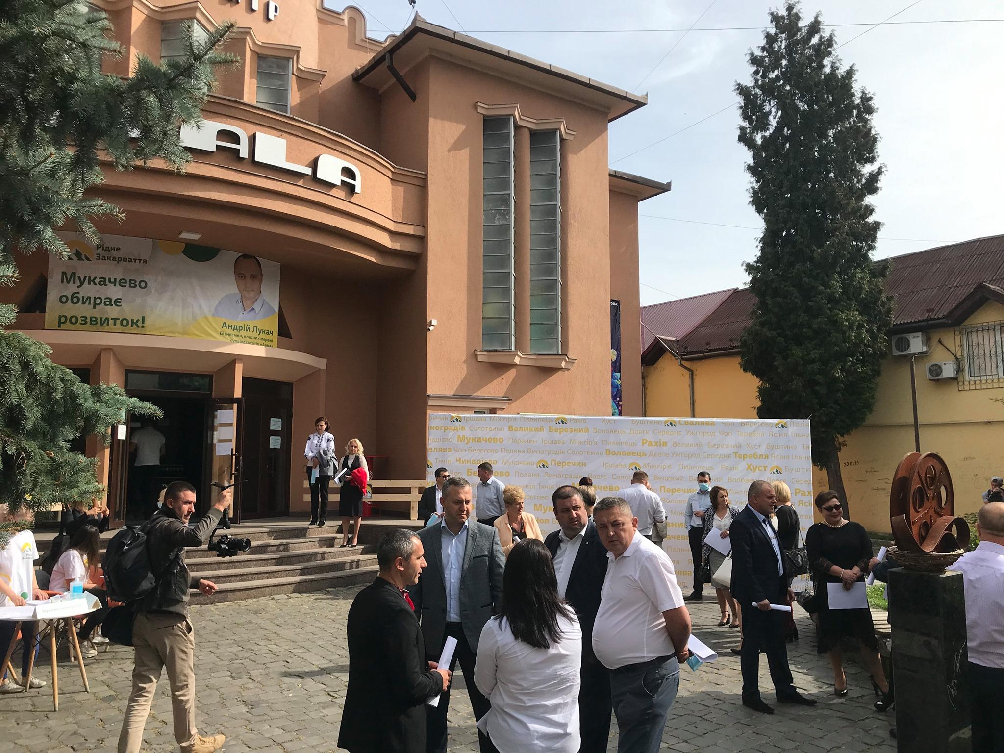 На Закарпатті окремі осередки політичних партій провели свої конференції стосовно висунення кандидатів на місцеві вибори у період із 15 по 20 вересня.