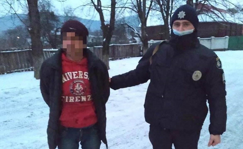 Сьогодні до поліції надійшло повідомлення про злочин у селі Сасівка, що на Свалявщині.