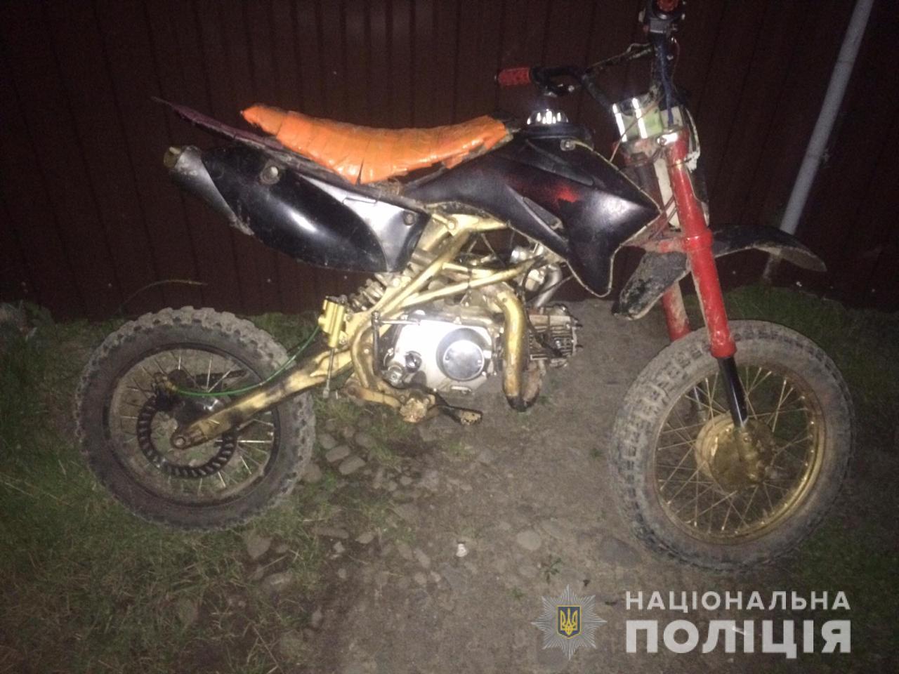 Мотоцикл, який був угнаний від жителя села Калини на Тячівщині, поліцейські повернули господарю.