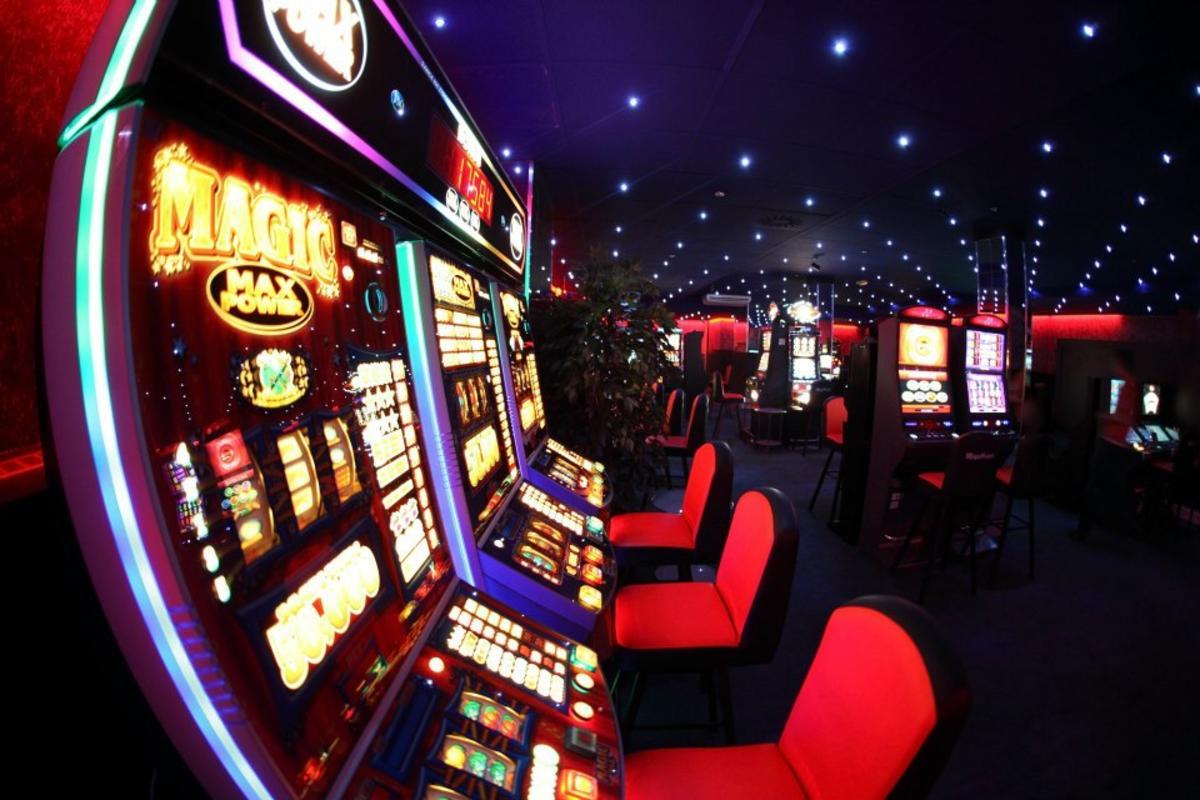 В Україні планують легалізувати азартні ігри, а саме — казино. Такі правила будуть діяти у 5-зіркових готелях.