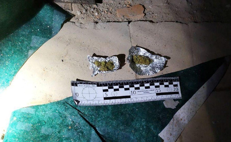 Під час патрулювання вулиці Купальної, близько 1-ї години ночі 18 травня, увагу інспекторів привернули двоє підозрілих осіб.