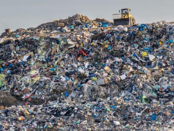 Переповнені сміттєві звалища - велика проблема для України, тож Мінрегіон має намір переглянути державні будівельні норми щодо проектування полігонів побутових відходів.