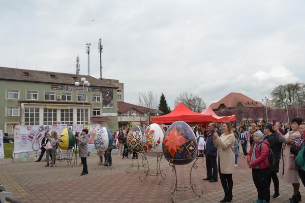 У четвер, 29 квітня, у Тячеві, на площі Поштовій, відбувся перший міський Фестиваль писанки.