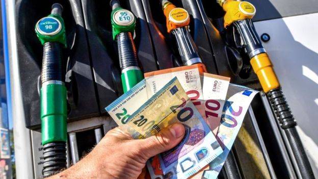 За останні півроку ціни на бензин в Україні виросли в середньому на 4 гривні за літр, викликавши протести серед автомобілістів.