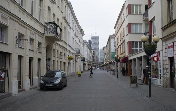 Уряд Польщі дозволив роботу готелів та торгово-розважальних центрів з 4 травня. Утім, у магазинах в ТРЦ зберігатимуться обмеження щодо кількості покупців.