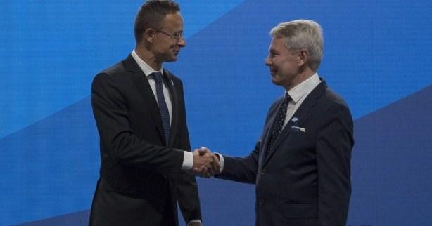 Петер Сійярто на зустрічі зі своїми колегами з ЄС в Гельсінкі заявив, що і в Угорщини та у ЄС є економічні, стратегічні і політичні інтереси в розширенні блоку, щодо інтеграції країн Західних Балкан.