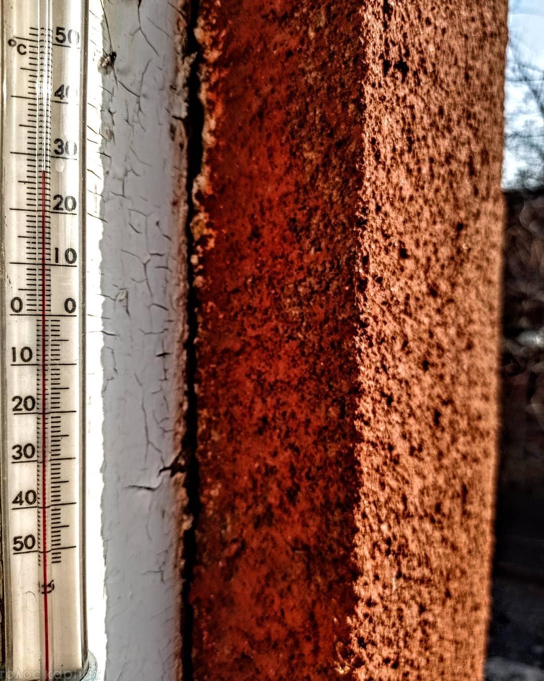 Фото з високим показником температури повітря на своїй сторінці виставляють мукачівці.