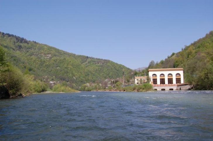 На Закарпатті знаходиться єдина в світі ГЕС, розташована одночасно на двох річках