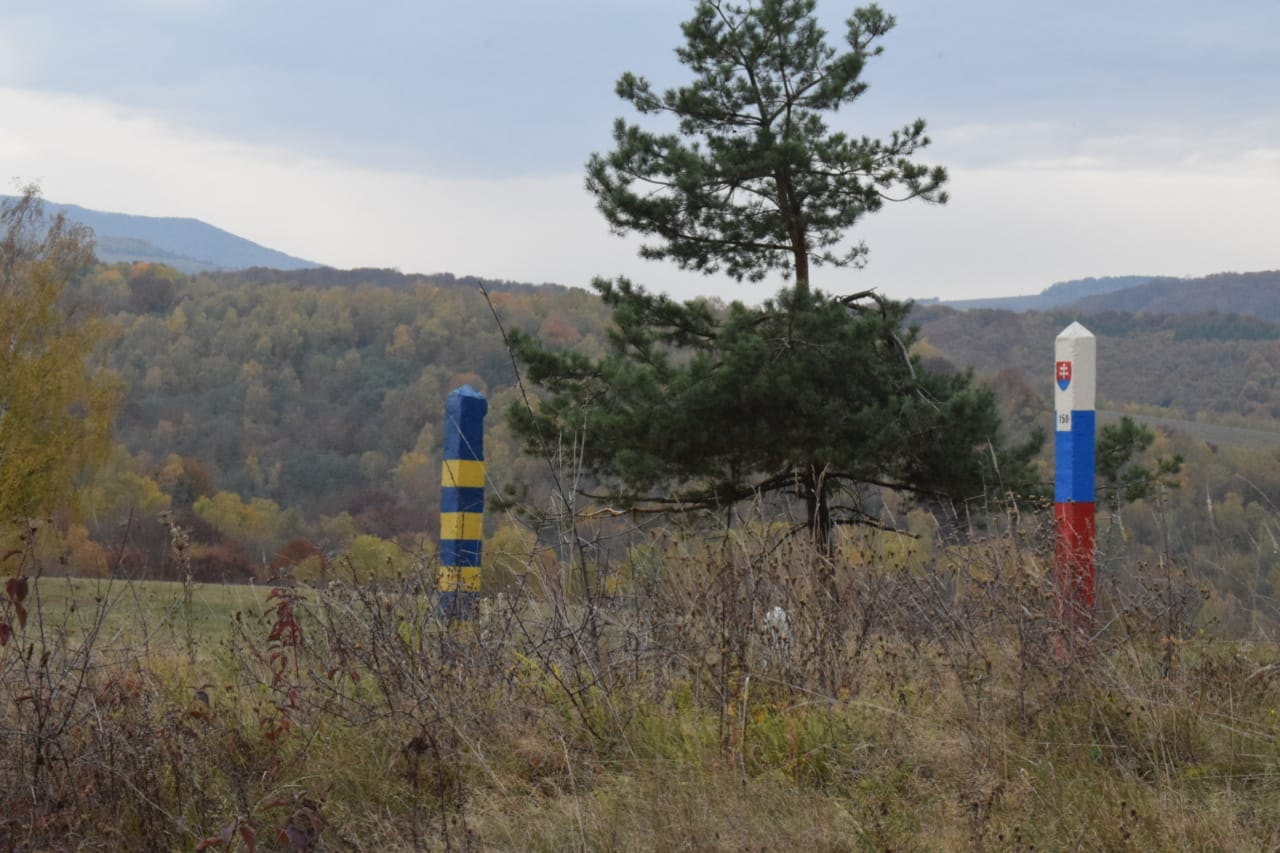 Учора опівдні військовослужбовці відділу «Ужгород» Чопського загону разом зі словацькими колегами припинили спробу незаконного перетину кордону двома іноземцями.