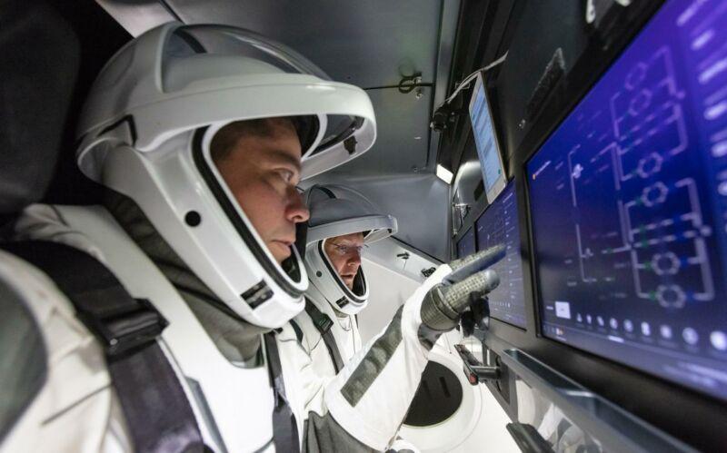 NASA оголосила нову робочу дату першого пілотованого польоту Crew Dragon