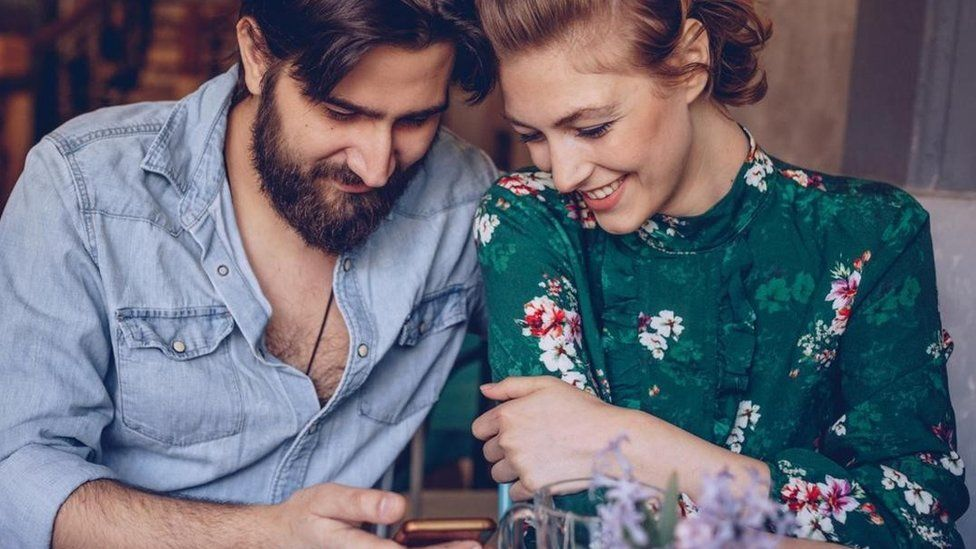 Науковці дослідили, як саме ми обираємо романтичних партнерів. Пояснюємо, що відбувається насправді:від першого погляду і першої розмови - до першого побачення.