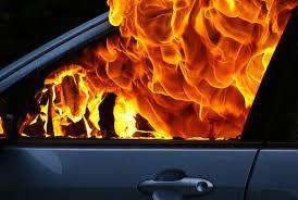 В Ужгороде пожар уничтожил Опель Омега.