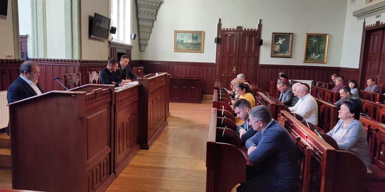 Рішення «Про тимчасове припинення видачі Дозволів на проведення земляних робіт на території міста Мукачево» прийнято на засіданні виконкому.