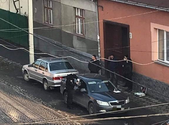 Сьогодні, близько 16 год,  в Мукачеві невідомі проникли у легковий автомобіль марки