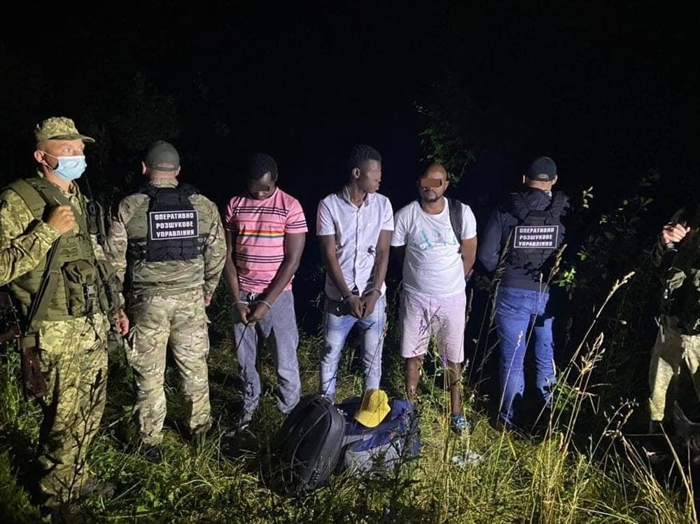 На Закарпатті, у рамках проведення спільної спеціальної прикордонної операції «Карпати-2021», прикордонники припинили спробу перетину держрубежу групою нелегальних мігрантів.