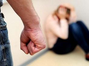Згідно з інформацією слідства, протягом майже року чоловік вчиняв психологічне насильство щодо своєї дружини.