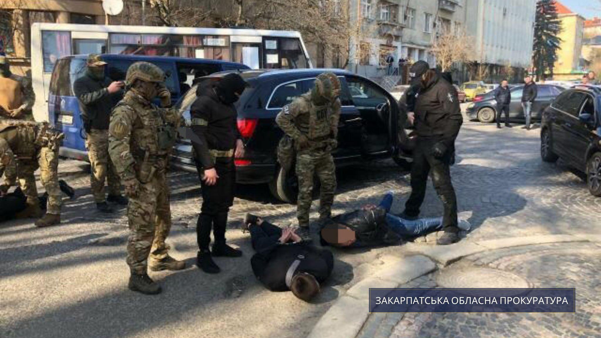 Мукачівський міськрайонний суд визнав винними та засудив до реальної міри покарання чотирьох учасників злочинного угрупування з Мукачева за вимагання.
