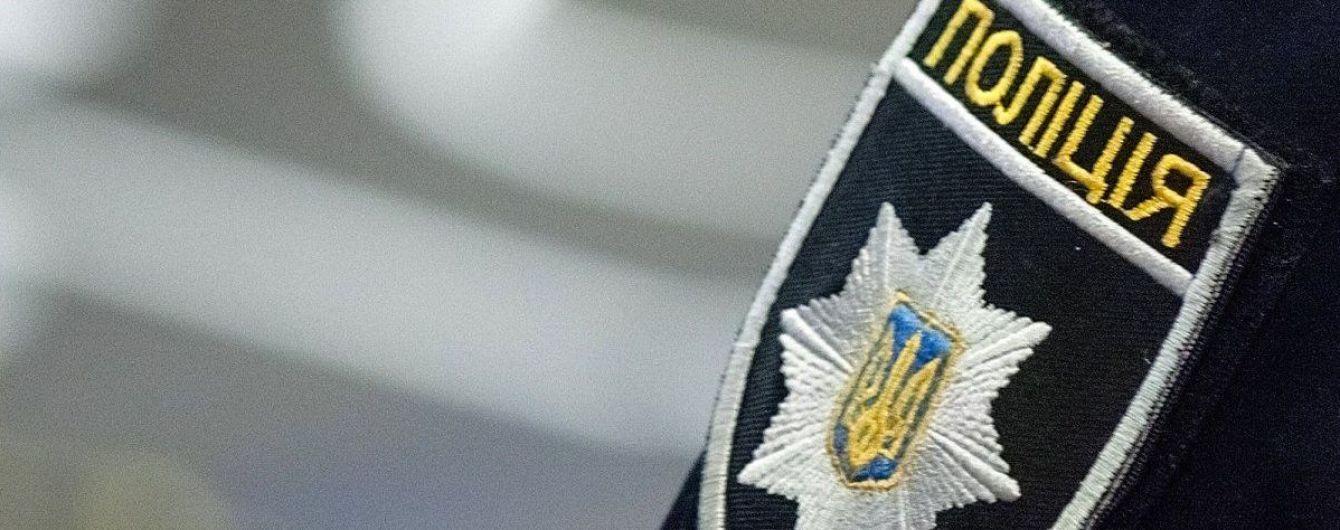 Вчора, 31 липня, до працівників Виноградівського відділення поліції надійшла заява від жительки райцентру. Жінка повідомила, що четверо підлітків побили її доньку.