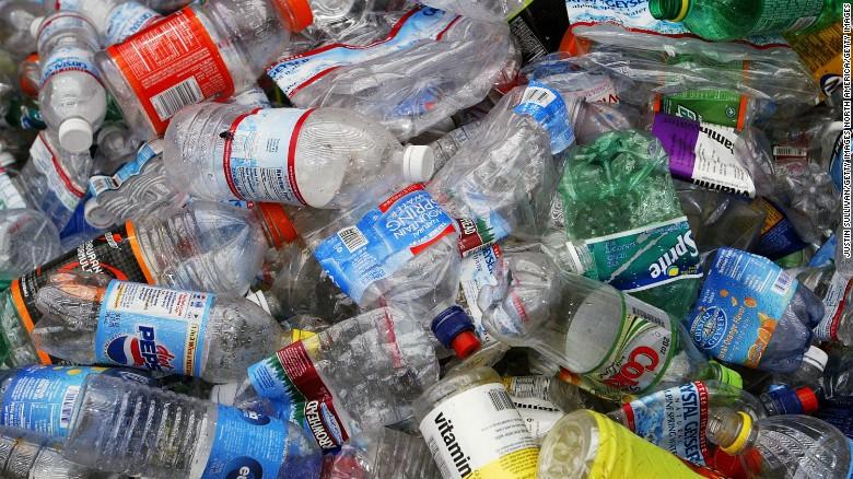 У Чехії відмовляються від виробництва і продажу товарів з пластика