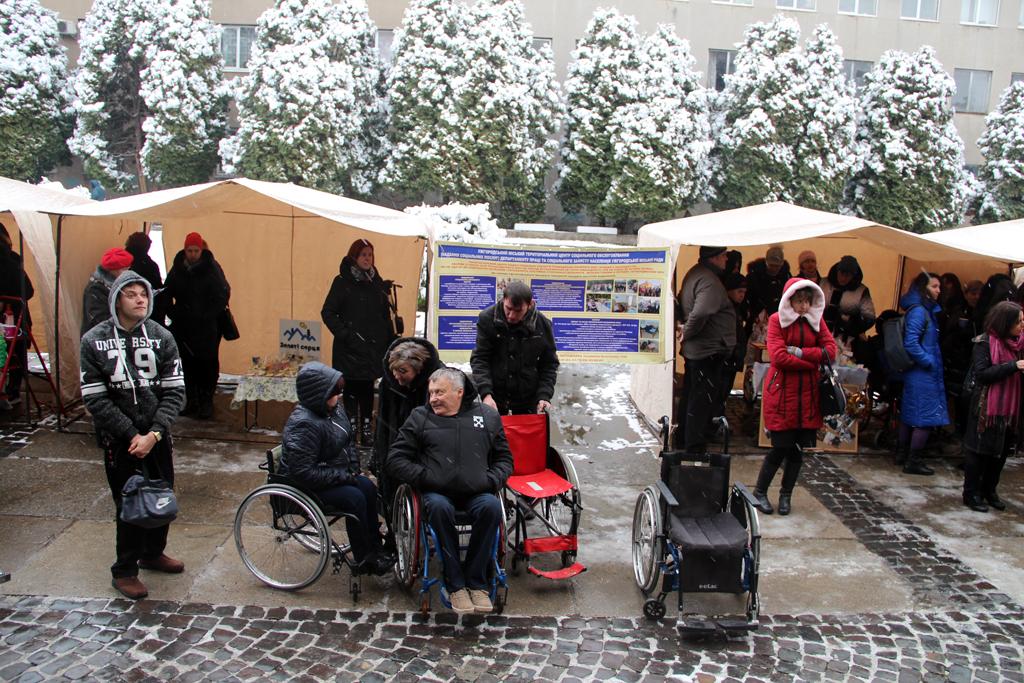 3 грудня на площі Поштовій перед приміщенням Ужгородської міськради відбулася акція «Я можу і ТИ можеш», присвячена Міжнародному дню людей з інвалідністю.