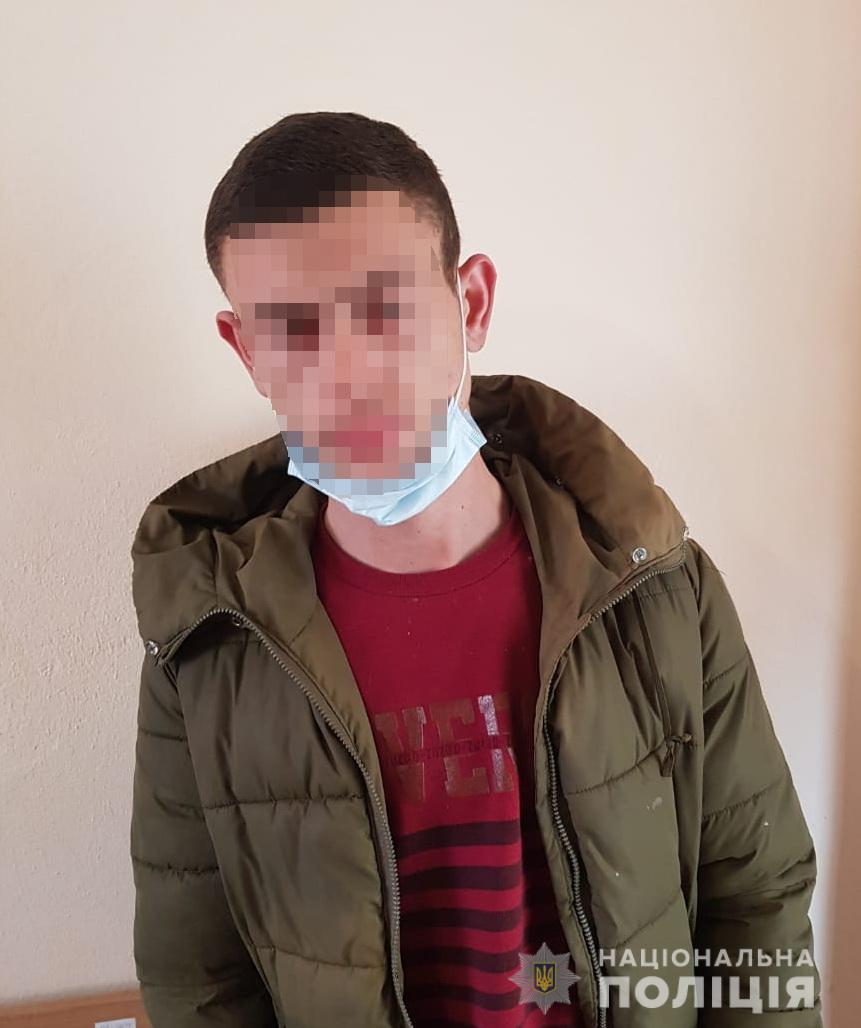 Молодий раніше судимий житель Виноградова скоїв разом із товаришем крадіжку металевих відбійників із території АЗС.