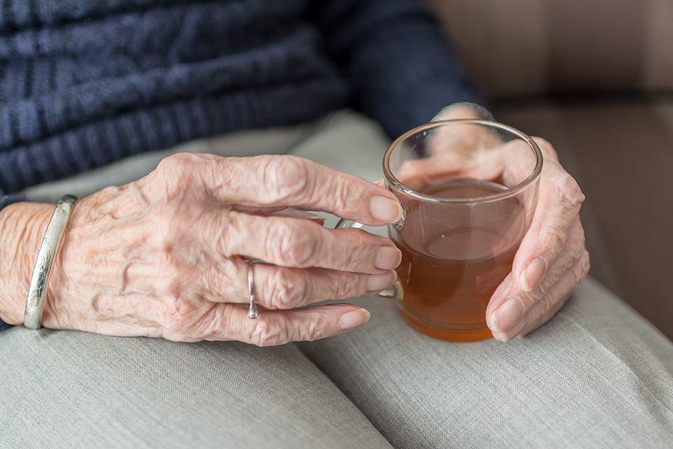 Для жителів виноградівського будинку престарілих збирають гроші на ковдри