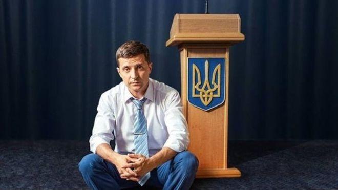 Кандидат у президенти Володимир Зеленськийпланує прийти на дебати 19 квітня, а не 14, коли його чекатиме опонентПетро Порошенко.