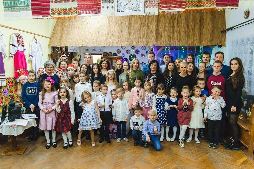 У ПАДІЮНі в Ужгороді колядували шістьма європейськими мовами
