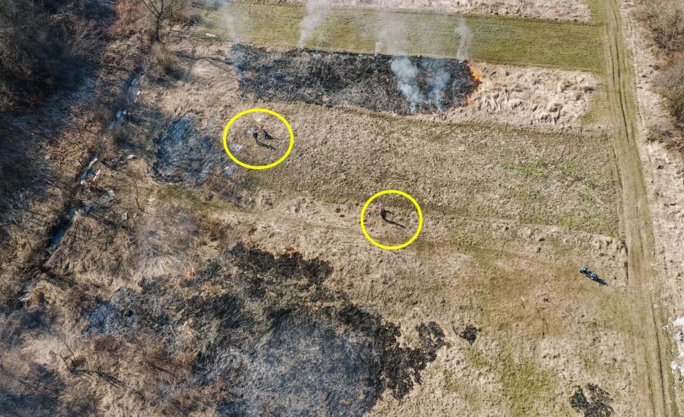 Сегодня над Свалявщиной патрулировал беспилотник в поисках наличия поджогов сухой травы. Сразу же дым был замечен в районе Быстрёма.