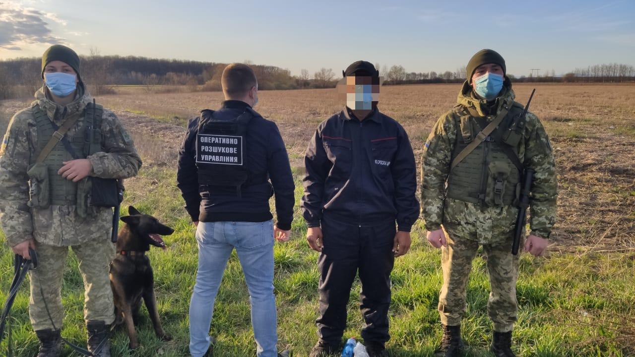 Учора ввечері на Закарпатті військовослужбовці відділу «Лужанка» та оперативно-розшукового відділу Мукачівського прикордонного загону, затримали нелегального мігранта з Єгипту.