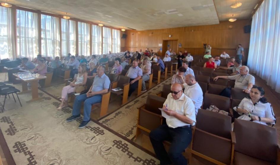 Недовіру підлеглому  губернатора Закарпаття Анатолія Полоскова, який проживає у Берегові, висловили 29 із 42 районних депутатів.