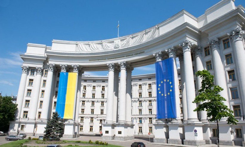 За словами речника МЗС, нині існують всі підстави досягти бажаного порозуміння як на двосторонньому рівні, так й в безпосередній взаємодії з громадянами України – представниками угорської меншини.