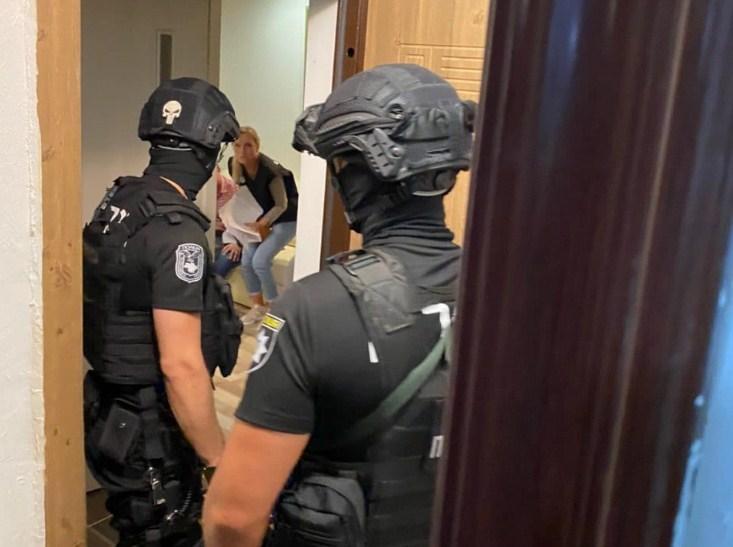 Відбулось затримання двох чоловіків на Заньковецькій в Ужгороді.