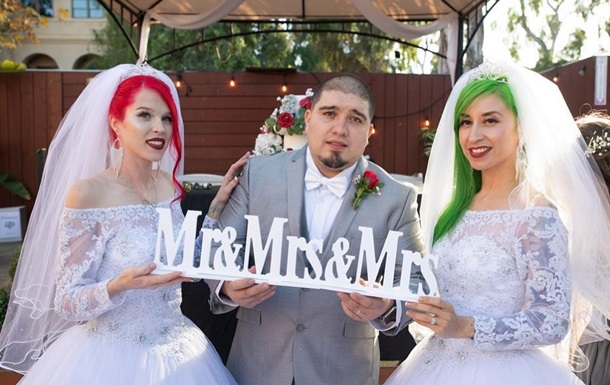 Дві дівчини і хлопець, які шість років живуть разом, вирішили зіграти весілля. Батьки нареченого церемонію проігнорували.