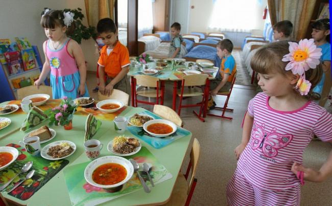 На Виноградівщині прокуратура забезпечила дотримання прав соціально-незахищених діток на безкоштовне харчування у садочку.