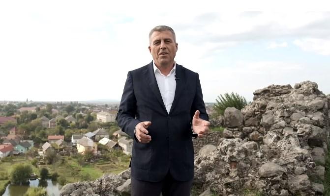 Фаворит на виборах голови Виноградівської громади Іван Бушко повідомив, що відмінив зустрічі через підозру на коронавірус.
