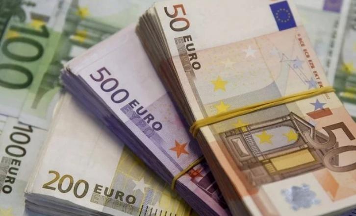 До закриття міжбанку американський долар у купівлі подорожчав на 5 копійок, у продажу — на 4 копійки.