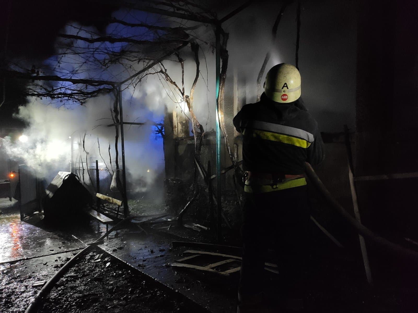 Новий рік лише розпочався, а в краї вже зафіксовано дві загибелі на пожежах. Трагічні випадки виникли вночі 2 січня у м. Берегово та с. Андріївка, Ужгородського району.