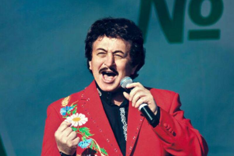 «Закрой писк, чувак!» – обратился к поклонникам закарпатский певец Иван Попович на концерте, который состоялся в рамках дня села Билки.