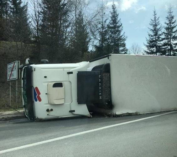 Ця дорожня аварія сталася сьогодні на міжнародній трасі по сусідству із Закарпаттям — на Львівщині.