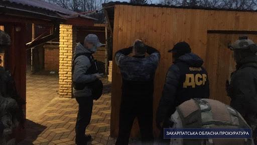Согласно процессуальному руководству Закарпатской областной прокуратуры, по данному факту проводится досудебное расследование по части 2 статьи 2, 3. 332 Уголовного кодекса Украины.