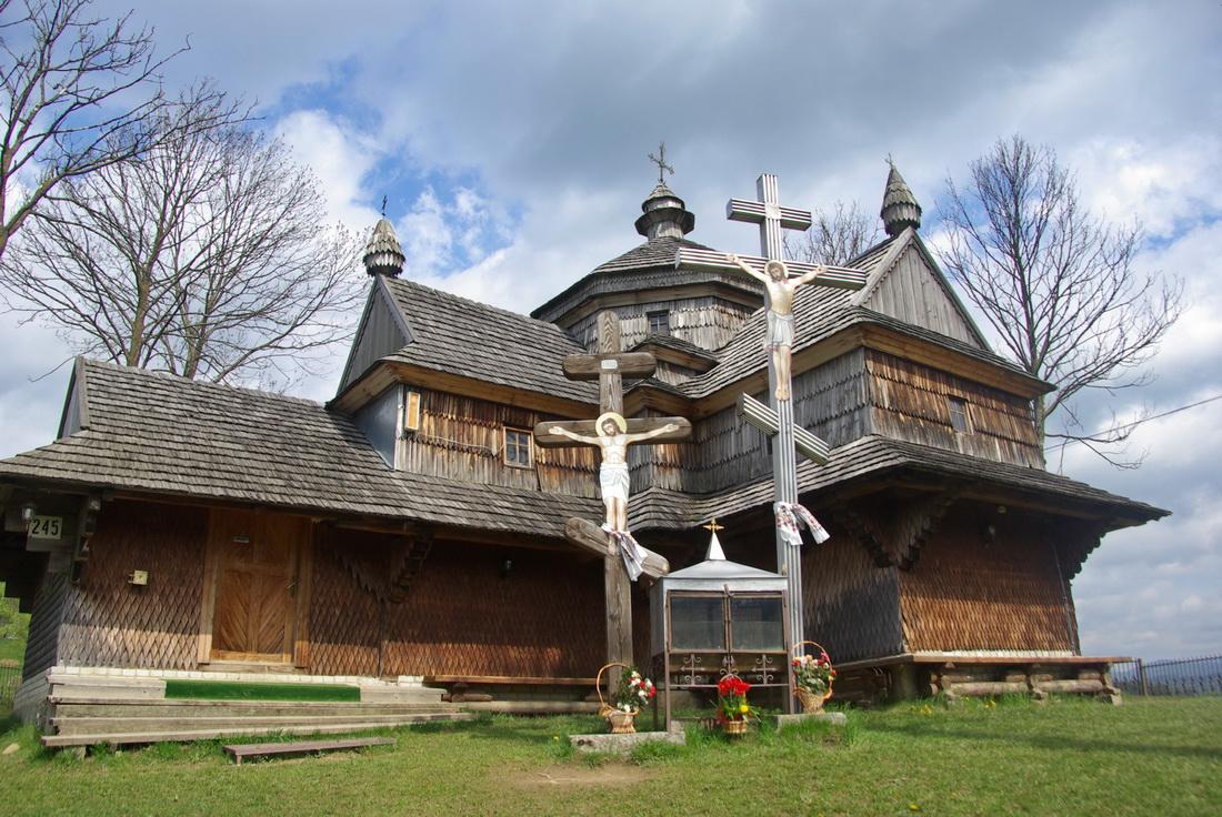 Храм Вознесіння Господнього знаходиться у селі Ясіня, Рахівського району.