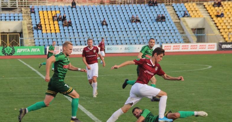 Цього разу команда з обласного центру Закарпаття поступилася тернопільській «Ниві». Поєдинок 21-го туру Другої ліги України з футболу відбувся 16 листопада на ужгородському стадіоні «Авангард».