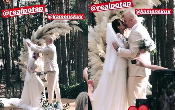 Репер виклав відео одруження зіркової пари біля вівтаря. А Оля Полякова примудрилася вести стрім.