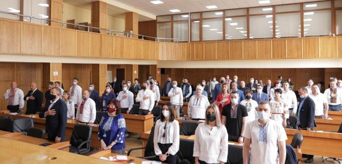 Сьогодні в Ужгород розпочалося перше пленарне засідання чергової сесії міської ради.