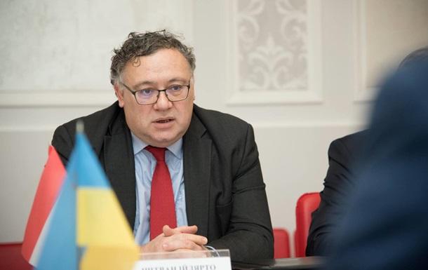 Будапешт продовжує вимагати змін у трьох українських законах, блокуючи засідання комісії Україна-НАТО.