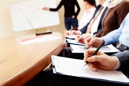 В місті виконують вимоги Закону України «Про освіту». Так, законодавством передбачено вичерпний перелік типів закладів освіти, що забезпечують здобуття загальної середньої освіти.